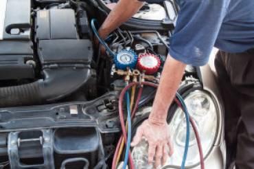 bigstock-Mechanic-With-Manometer-Inspec-370x246 Blog