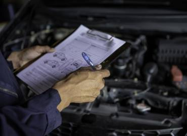 2 Signs That Your Car is Facing Transmission Failure